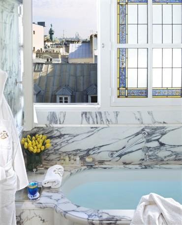 LE-MEURICE-ROOM---BATHROOM-JUNIOR-SUITE-EXECUTIVE-(524)-∏-Guillaume-de-Laubier