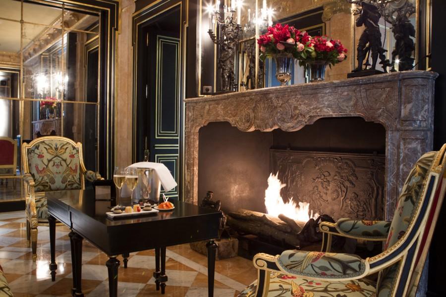 La-Reserve-Paris-Hotel-lounge