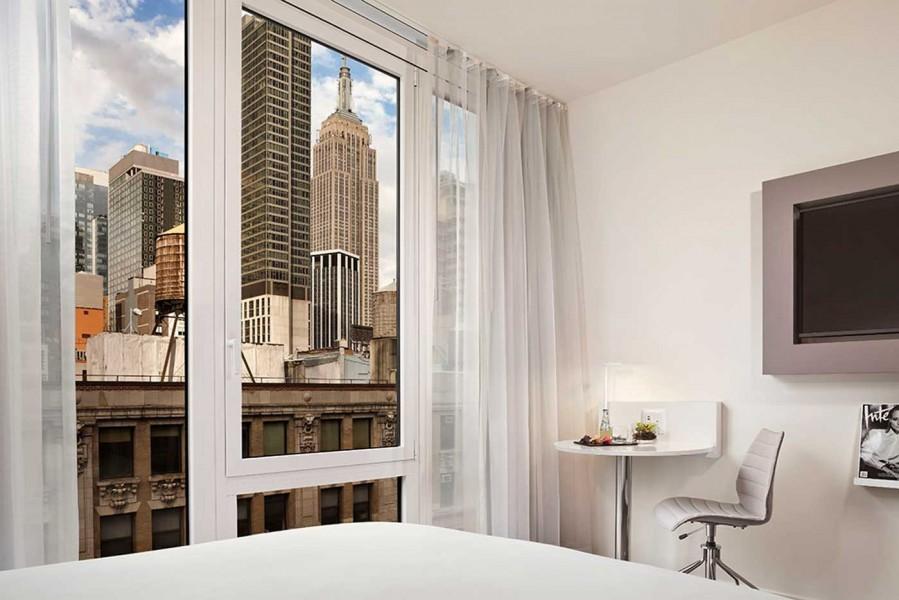 InnsideNewYork-Empire-View-Double-Bedroom-Detail