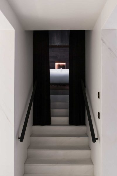 beaumont_gormley_room_stairs_gramroad_mr