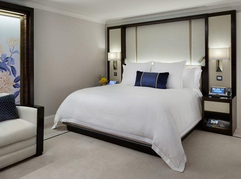 premier-deluxe-guestroom_the-peninsula-chicago