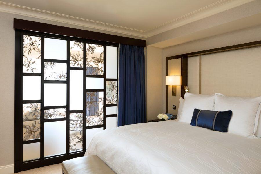 premier-junior-suite-bedroom_the-peninsula-chicago