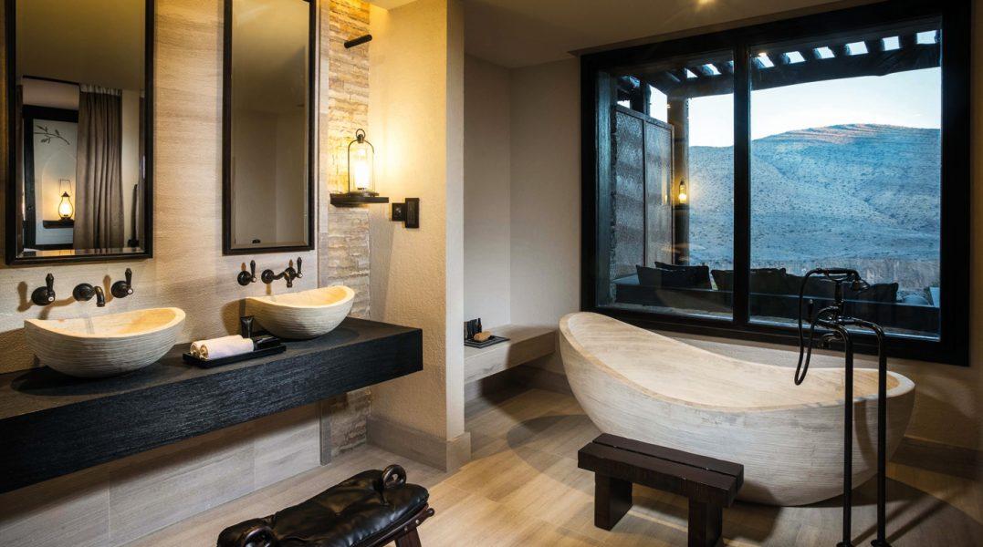 10-suite-bathroom-02