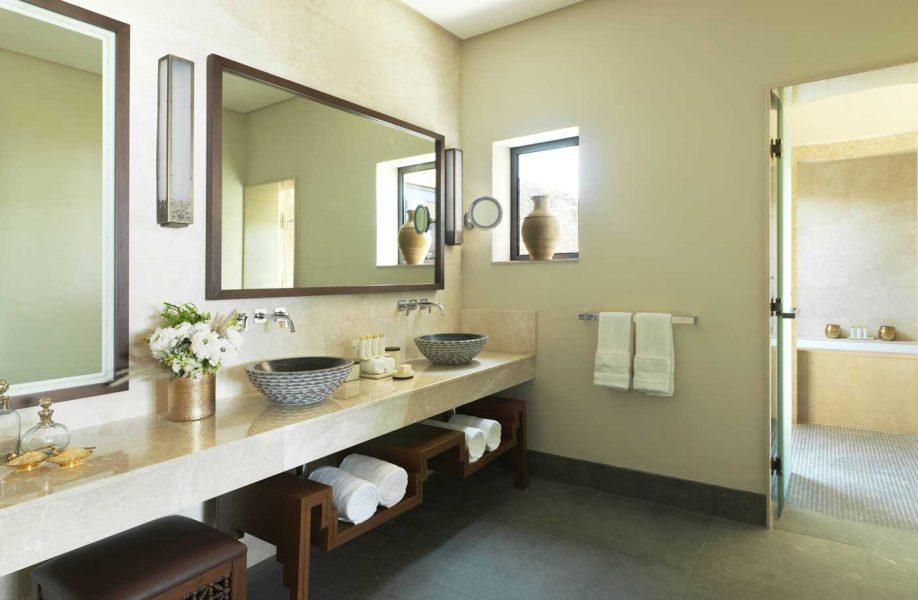 aaja_cliff_pool_villa_bathroom_01_l_a_h