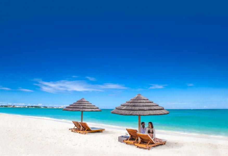 [HQ]_Sandals-Royal-Bahamian-Beach-Couple