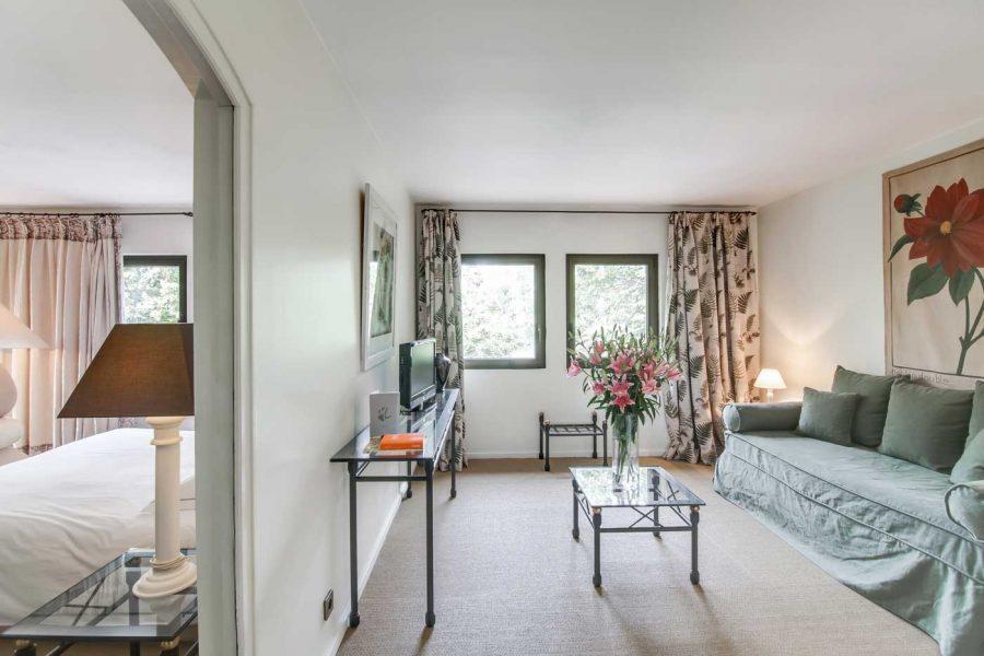 le-moulin-de-lourmarin-3457-chambre-superieure-chateauxethotelscollection-suite
