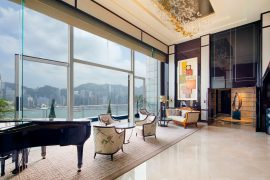 Peninsula-Suite---Living-Room-2-(Day)