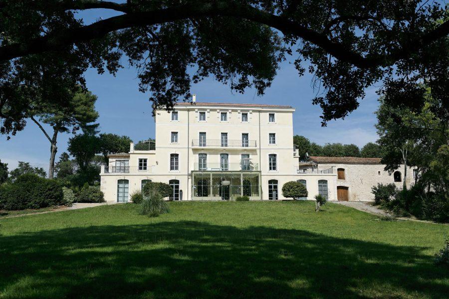 Domaine-de-Verchant---faáade-cìtÇ-jardin