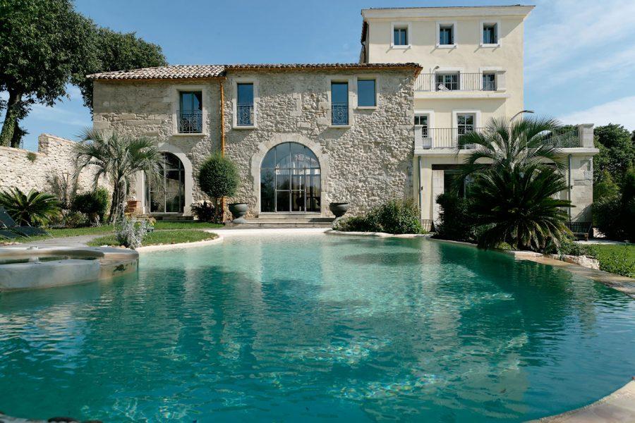 Domaine-de-Verchant---faáade-et-piscine