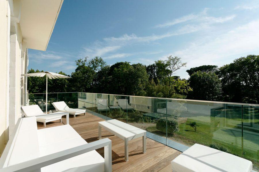 Domaine-de-Verchant---terrasse-vue-jardin