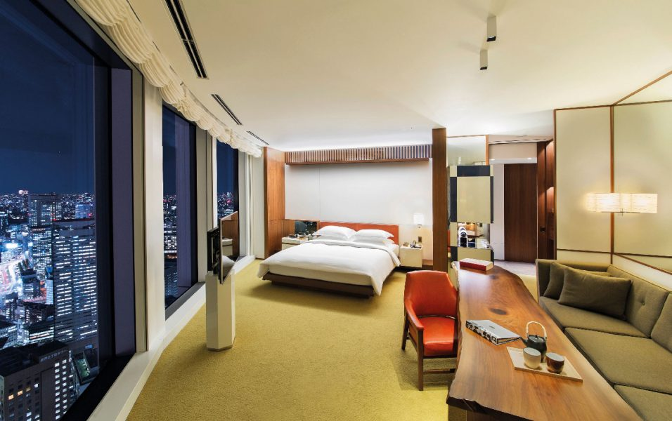 Andaz-Tokyo-Andaz-Large-King-Room-Nighttime-copie